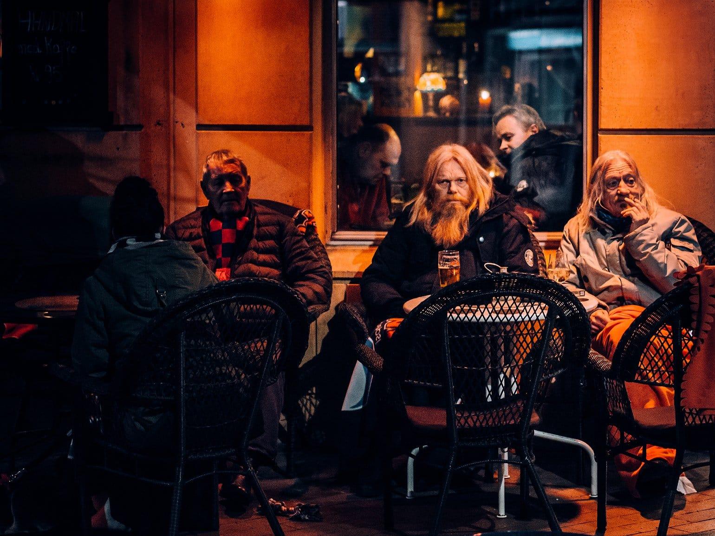 Dzień 852 - klienci jednego z pubów w Oslo, luty 2017